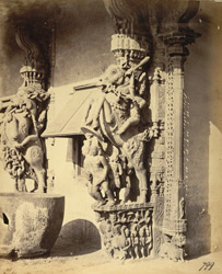 Close view of sculptured pillar in the form of rearing horse with rider on the edge of the mandapa of the Jalakanteshvara Temple, Vellore 2721